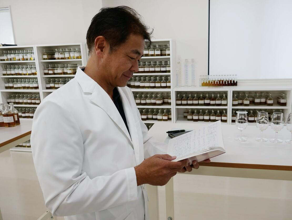 Ichiro Akuto at work in his lab