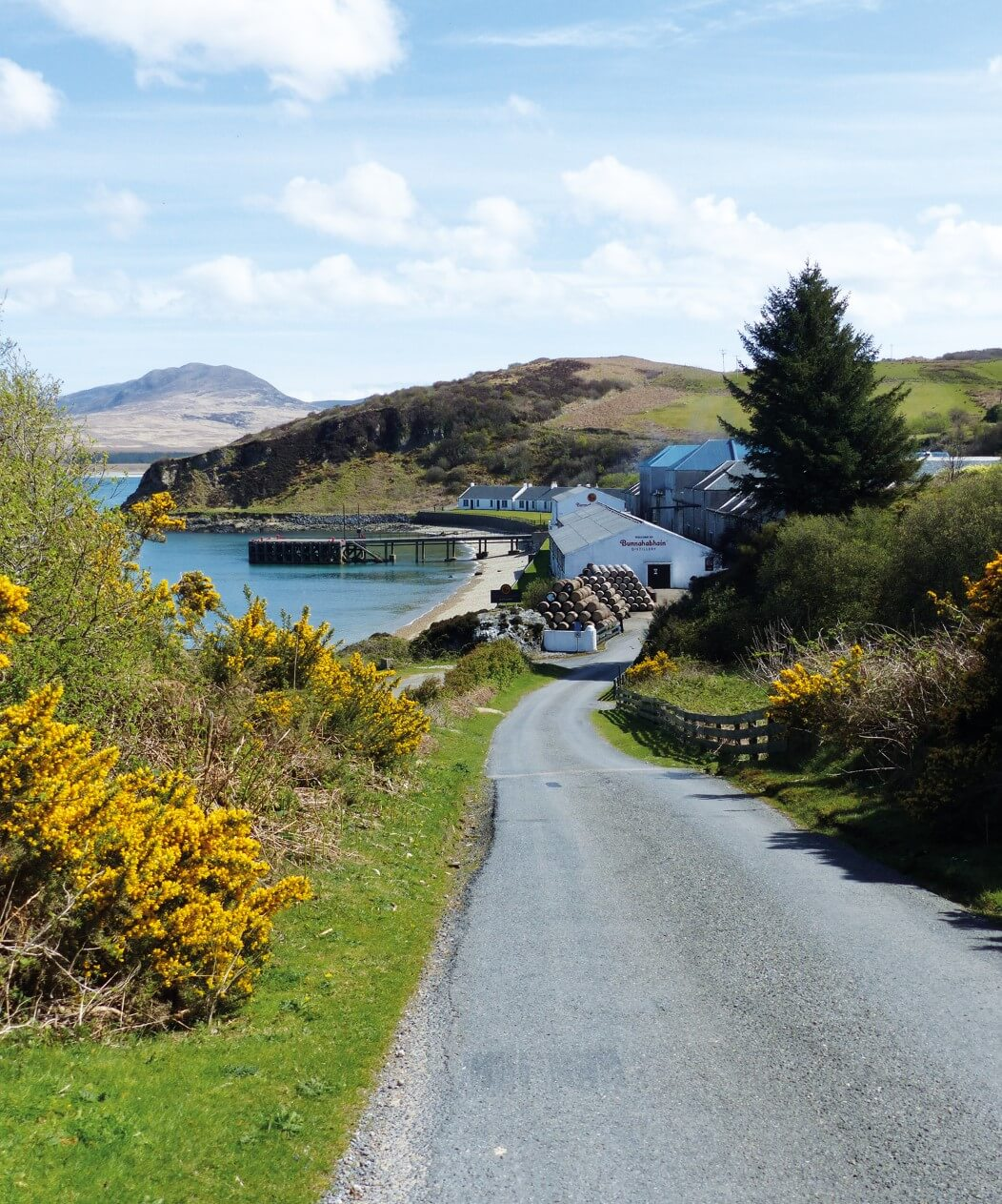 The road leading down to Bunnahabhain