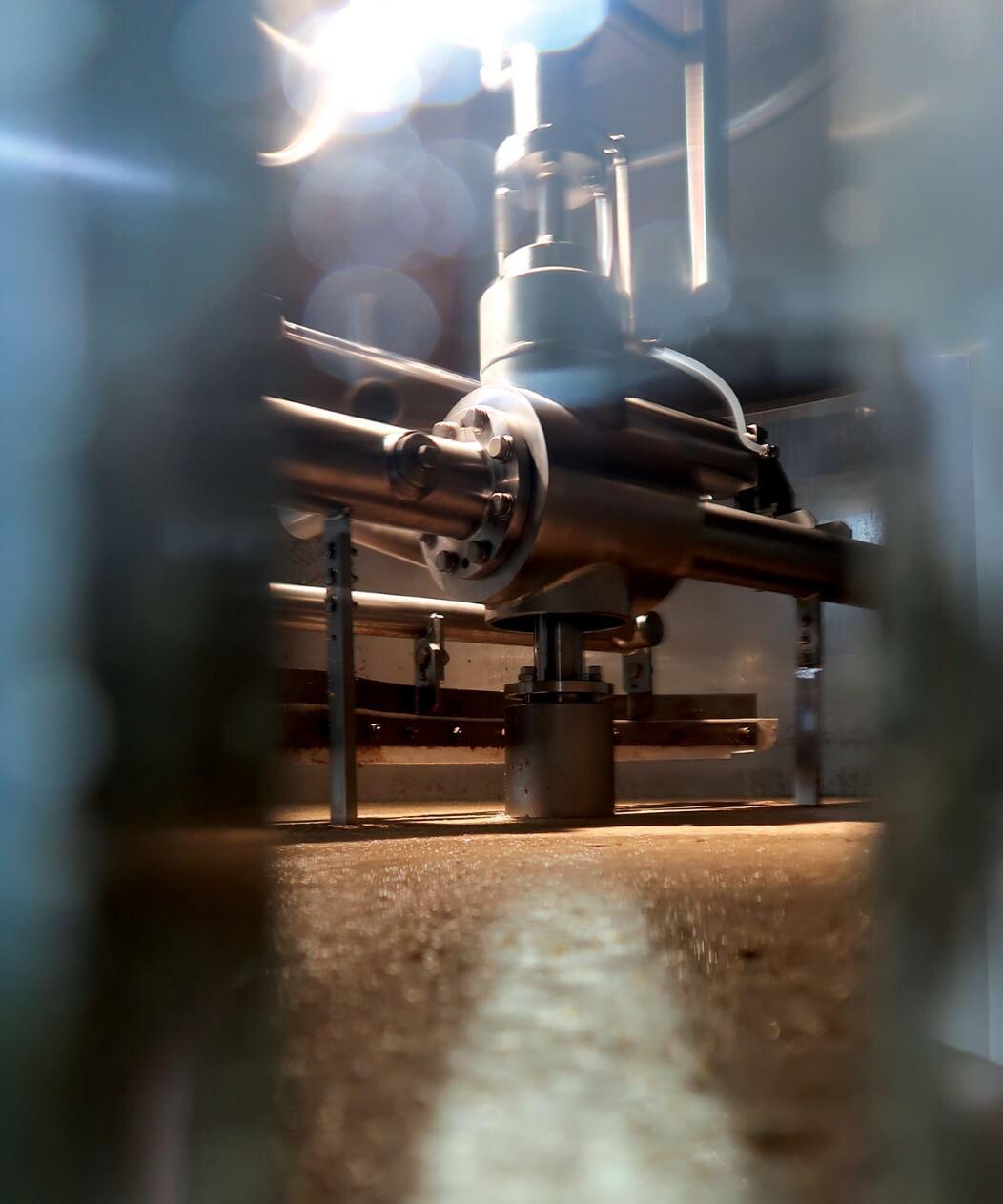 A peek into the mashtun through the side-glass